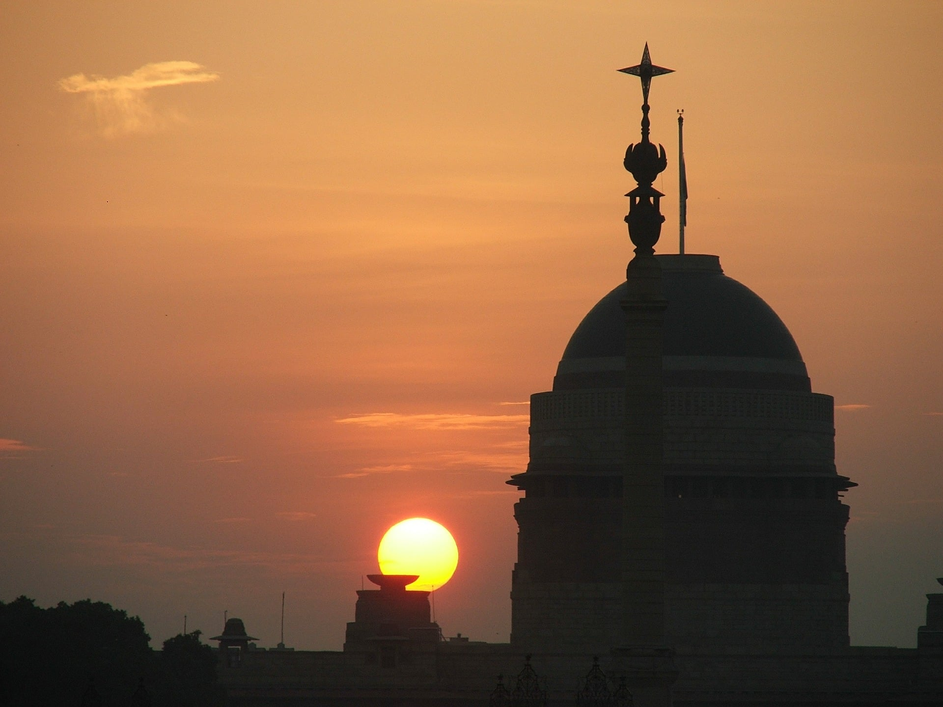 A-picture-of-rashtrapati-bhawan-in-delhi-at-sunset